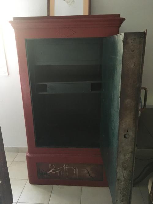 room-safe-open