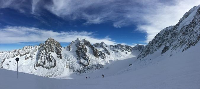 Skiing towards Glacier d'Argentière